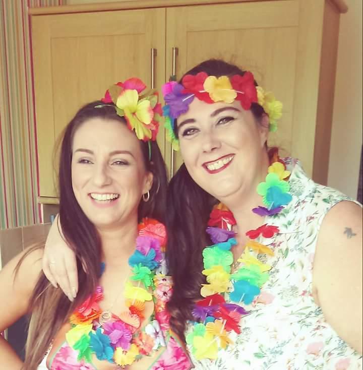 Me and the sister! Hawaiian partyyyy ??