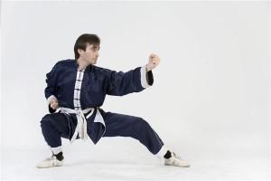 Kung Fu man cartwheels non-stop for 3.5km