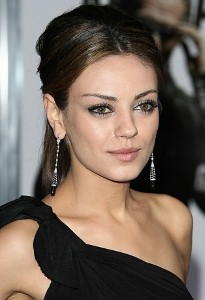 Mila Kunis: Online dating makes sense