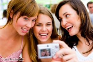 Online dating profile pictures 'should include different shots'